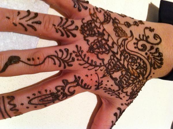 Mehndi Party Entertainment Ideas : Henna tattoos the entertainment contractor